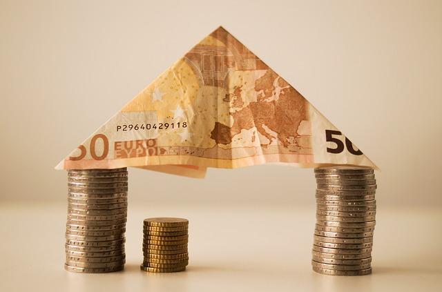 drobné peníze a bankovka