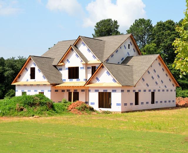 novostavba, bez oken, střecha