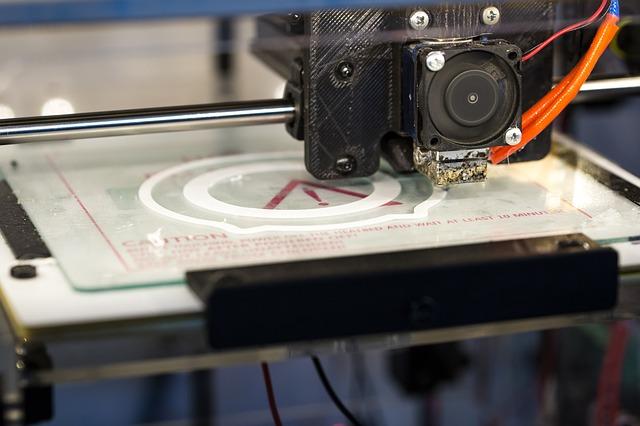 tiskárna při práci